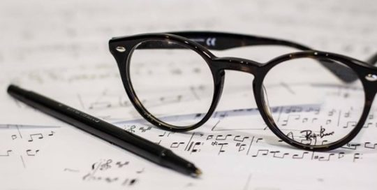 Reading Glasses vs Bifocals Glasses Header